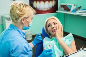 Woman with dental emergency in Skokie talks to her dentist
